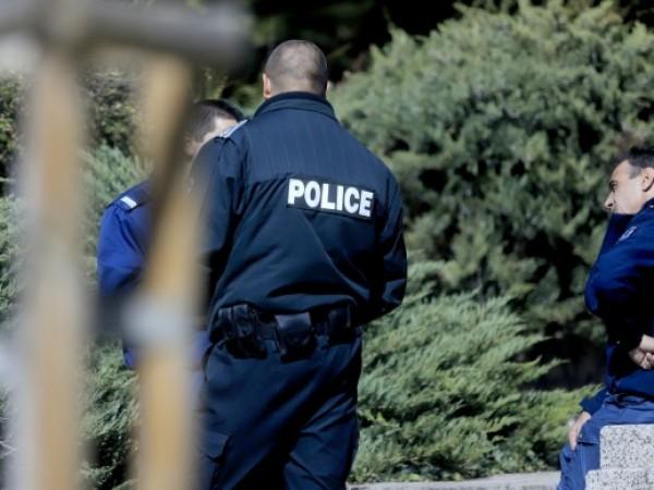 Щафетните протестни акции на полицаите в страната продължават. Униформените настояват