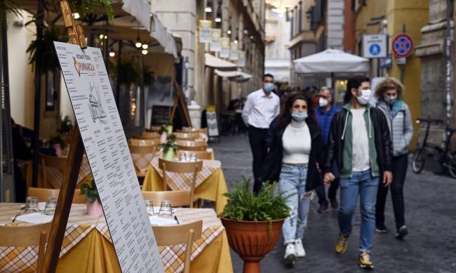 Сламка за ресторантьорите в Италия: Плащаш за маса на час