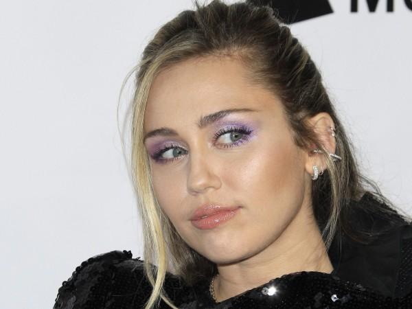 Майли Сайръс заяви, че се е сблъсквала с извънземни.27-годишната певица