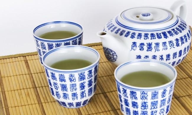 Зелен чай - защо да го пиете по-често този сезон?