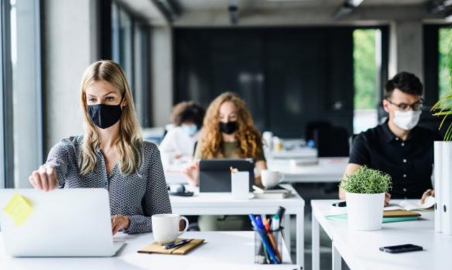 Модата при маските, но какви да използваме при пандемията?