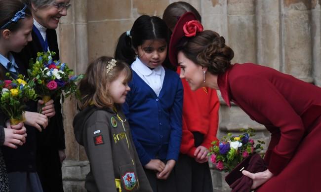 Костюмът на Кейт Мидълтън наруши кралска забрана