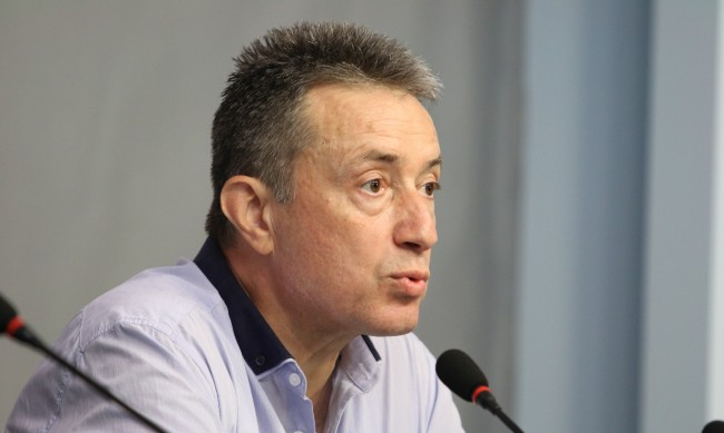 Стоилов: Кабинетът е непоследователен в решенията за COVID кризата