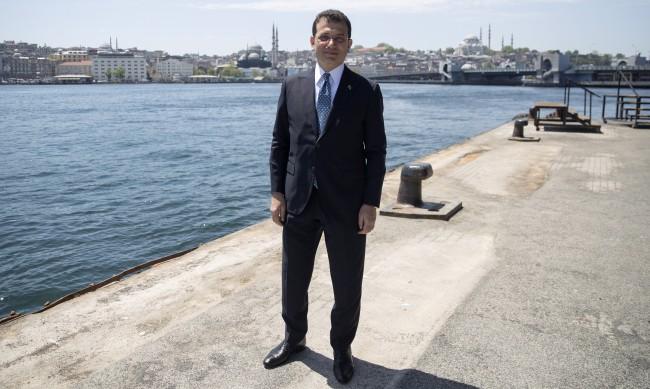 И кметът на Истанбул с положителен тест за коронавирус