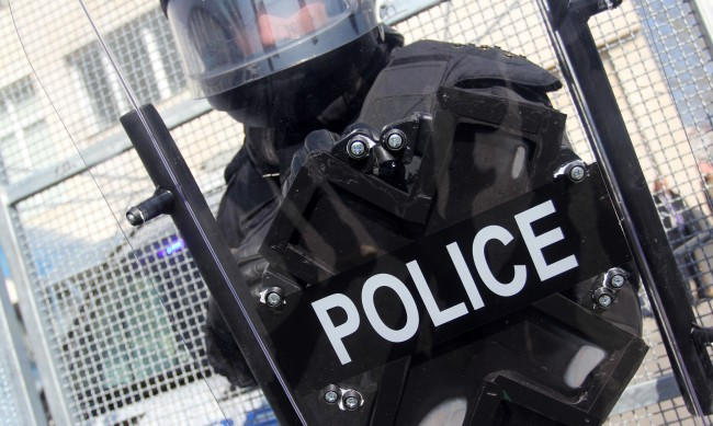 Задържаха 14 души в Бургас, продавали дрога на ученици