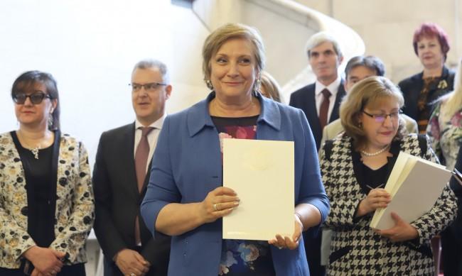 Евродепутатът Искра Михайлова е заразена с коронавирус
