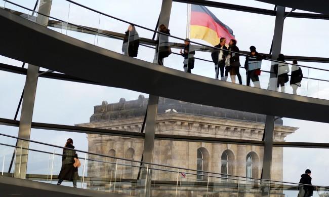 В Германия 10 болни от COVD-19 заразяват 14 души