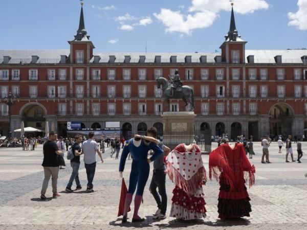 Испанското правителство обсъжда дали да обяви извънредно положение в цялата