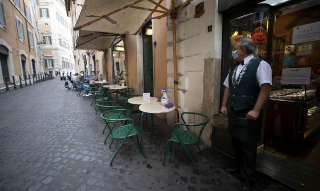 Италия с негативен рекорд: Над 21 000 нови заразени за 24 часа