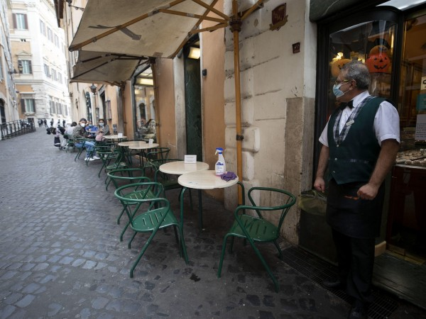 Италия регистрира 21 273 нови заразявания с коронавируса, което е