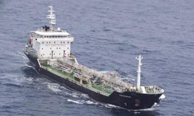 Задържани са нелегални пасажери на петролен танкер