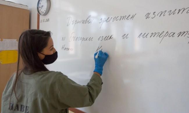 Синдикат предлага: Учителите да минат към втора категория труд
