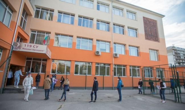 Директорите ще предлагат онлайн обучение в училищата, питат Вълчев