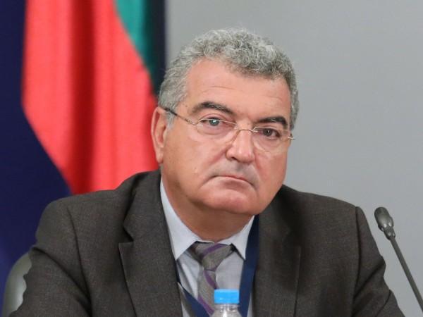 """Директорът на столичната РЗИ Данчо Пенчев е подал оставка. """"Информираме"""