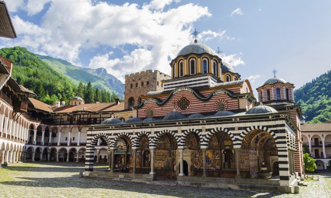 Измамници искат пари, уж били за Рилския манастир