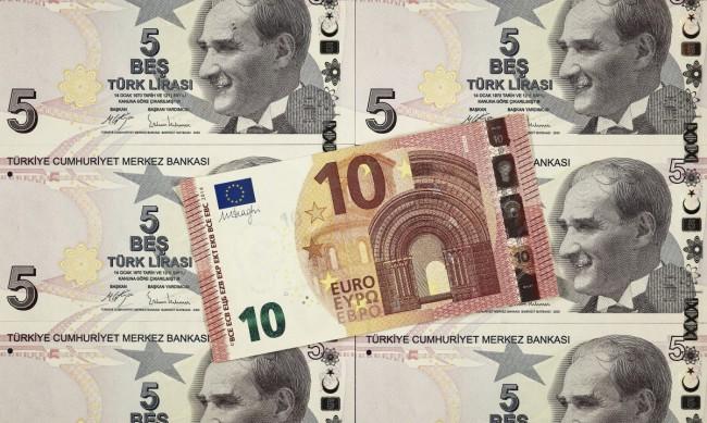 Турската лира се срина на рекордно ниско ниво