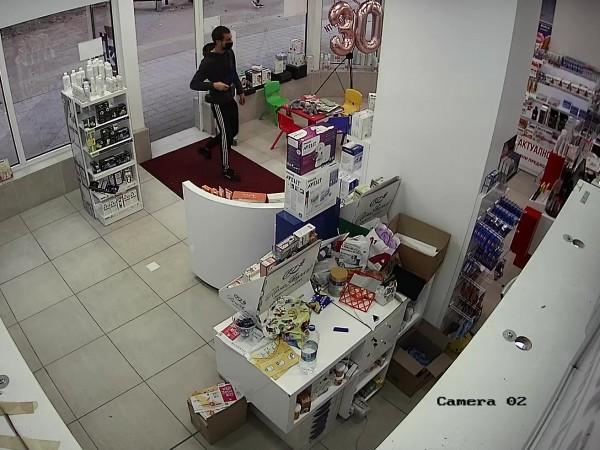 Полицията задържа трима грузинци, извършили серия кражби от аптеки в