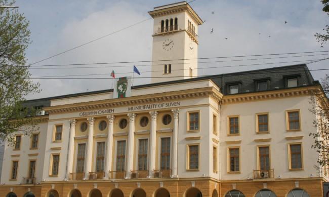 Двама педагози и двама ученика сред новозаразените в Сливенско