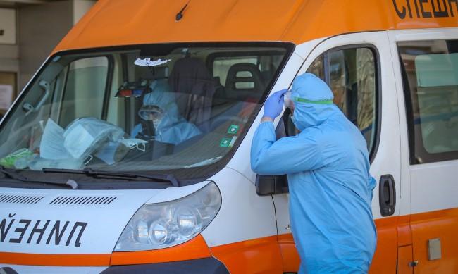 Петима лекари в Спешната помощ в София заразени за ден
