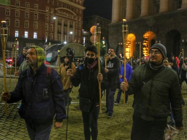 За 111-та поредна вечер в центъра на София се провежда