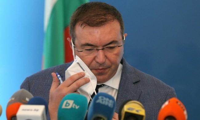 Здравният министър: Неглижираме ли мерките – в един момент ще стане късно