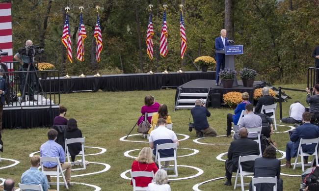 Проучване: Байдън води с 11 процента пред Тръмп