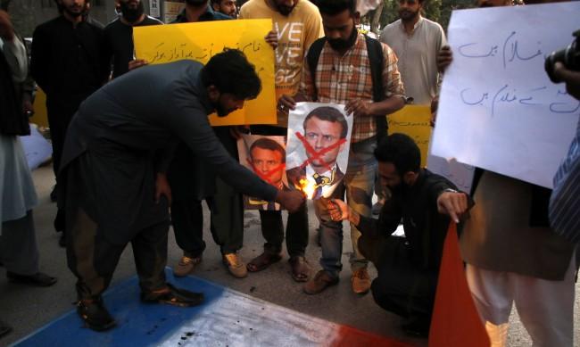 Протестите в Близкия изток срещу Франция се разрастват