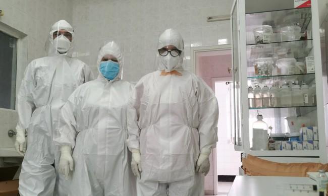 Хирурзи лекуват болните от COVID-19 в Монтанско