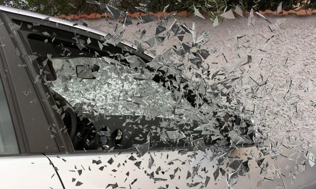20-годишен бере душа след челен удар в камион