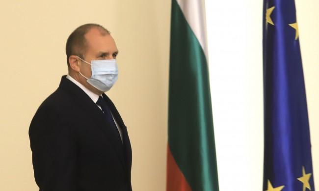 Румен Радев пита: Защо шефа на РЗИ-София подаде оставка?