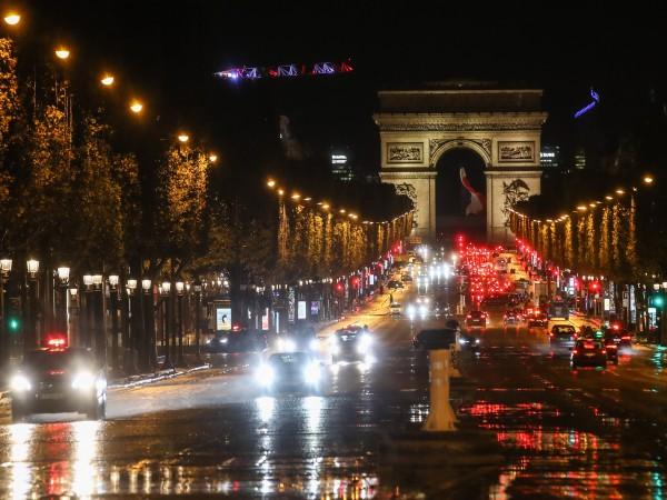 Президентът Макрон обяви нова карантина във Франция от петък, която