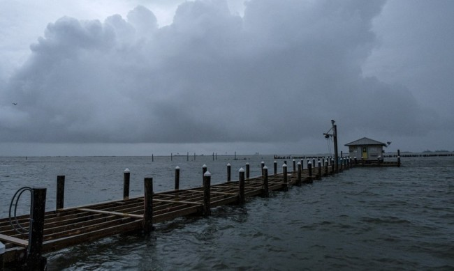Ураганът Зета връхлетя американския бряг край Ню Орлиънс