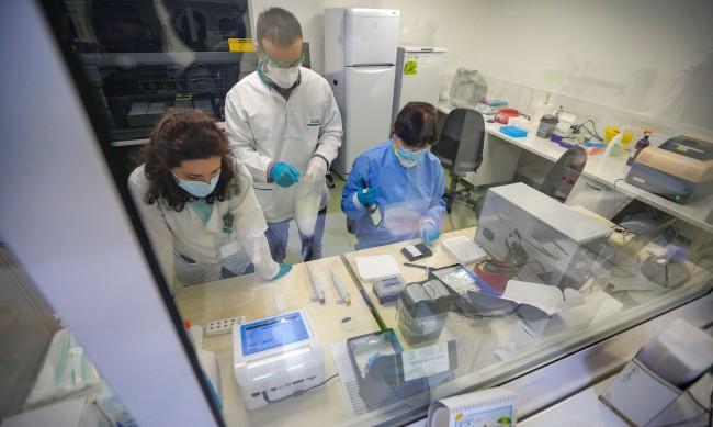 Болниците пълни с пациенти с вируса, на 10 място сме в ЕС по смъртност