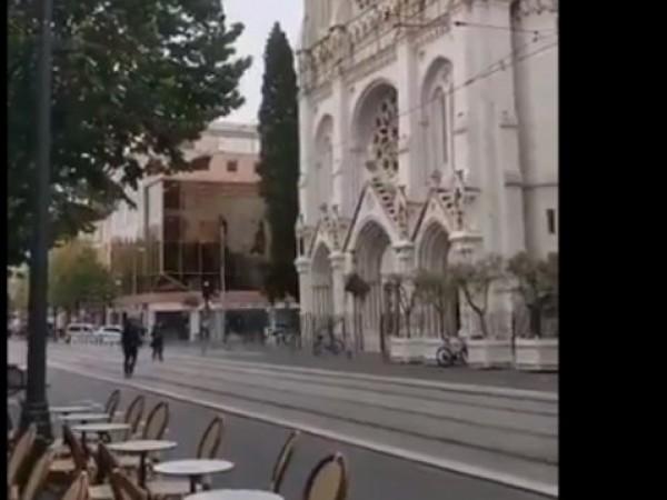 Неизвестен нападна с нож хората, намиращи се в църквата Норт