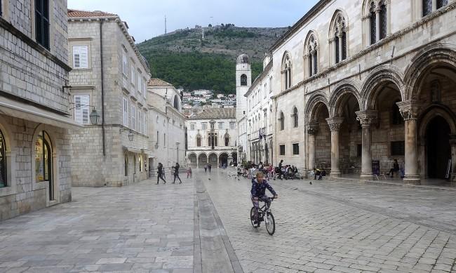 Дубровник, Барселона, Венеция - бореха се срещу свръхтуризма, а сега са празни