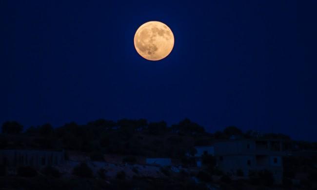 Хелоуин носи Синя Луна, която ще промени живота на 4 зодии