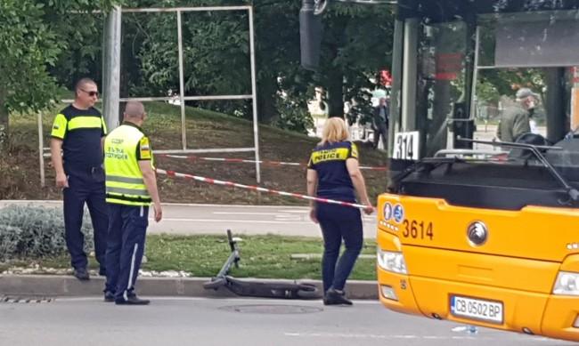 Автобус във Варна повлече възрастна жена по улицата