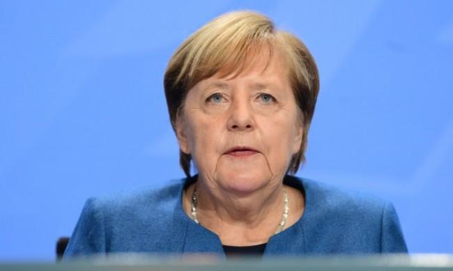 На фона на нови ограничения Меркел предупреди за тежка зима