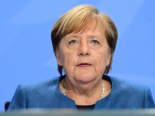 """Германският канцлер Ангела Меркел предупреди днес германците да очакват """"тежка"""