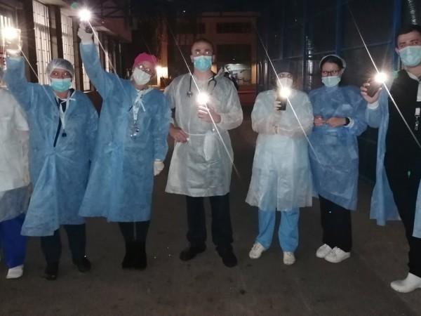 В 20.00ч.лекари и медицински сестри излязоха пред спешните отделения на