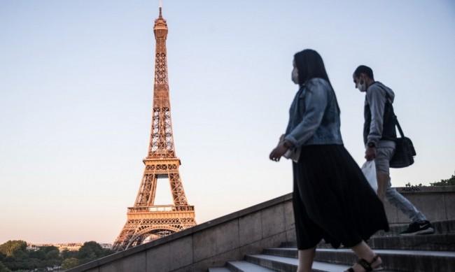 Франция е под карантина, но училищата остават отворени