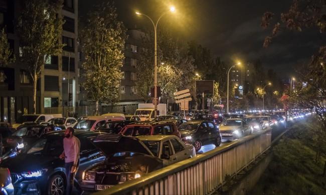 700 км задръствания, опашки: Хаос във Франция преди локдауна