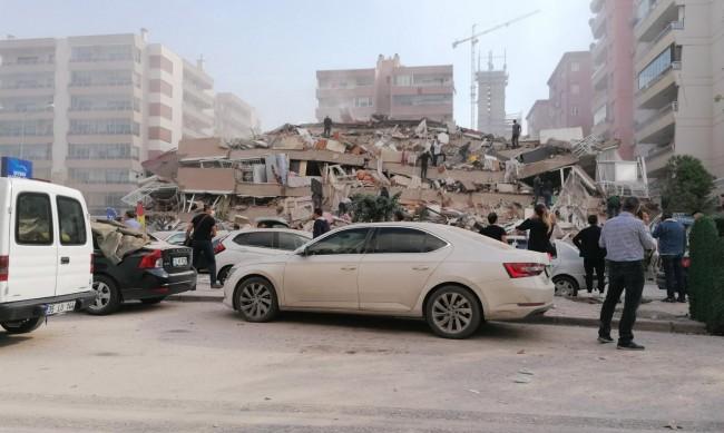 Най-малко 4 жертви и 120 ранени след труса в Измир