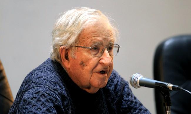 Ноам Чомски: Хитлер беше отвратителен, но Доналд Тръмп е по-лош от него