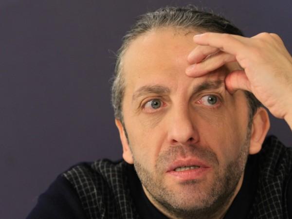 Актьорът и режисьор Мариус Куркински отменя сценичните си изяви до