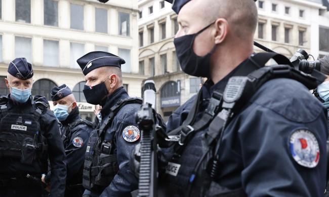 Пак нападение във Франция, тежко ранен е свещеник в Лион