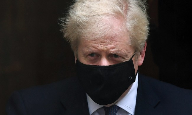 Борис Джонсън наложи общонационална карантина в Англия