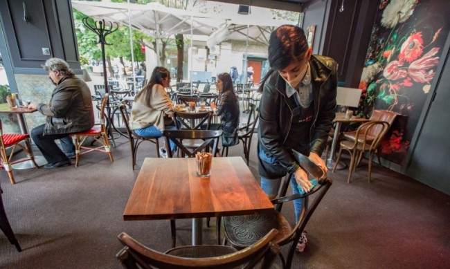 Ресторанти, барове и кафенета в София затварят в 23,30 ч.