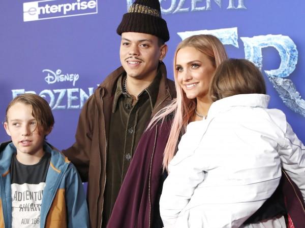 Ашли Симпсън стана майка за трети път.Певицата е родила момче,