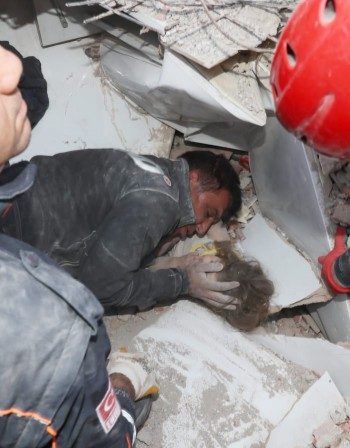 Ердоган: 110 са жертвите на труса, 107 са извадени живи от руините